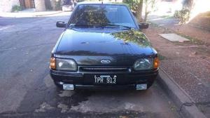 Ford Escort Ghia 5P usado  kms