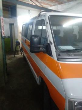Renault Trafic Furgon Largo Diesel con Direccion usado