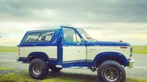 Ford Bronco XLT (la mas full)
