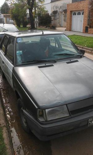 Auto Renault 9 con GNC