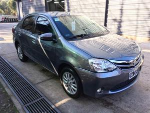 Toyota Etios Sedán XLS V (90cv) 4P