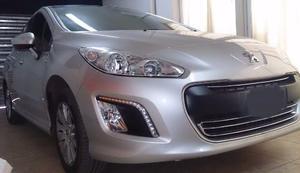 Peugeot Ptas. v Allure GPS (115cv)