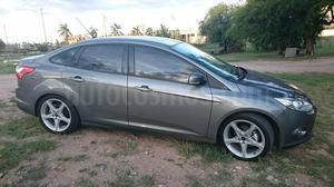 Ford Focus 5P 2.0L SE