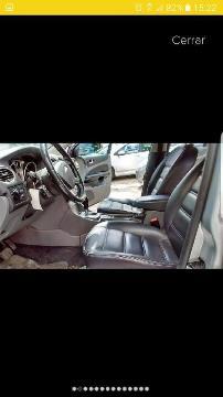 Ford Focus Ghia AT Nafta 2.0L usado  kms
