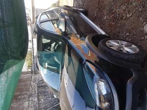 Auto chocado la parte del baul