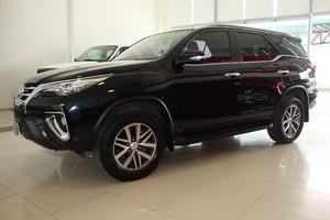 Toyota Hilux SW4 srx 2.8 tdi 6at 7as 4x4