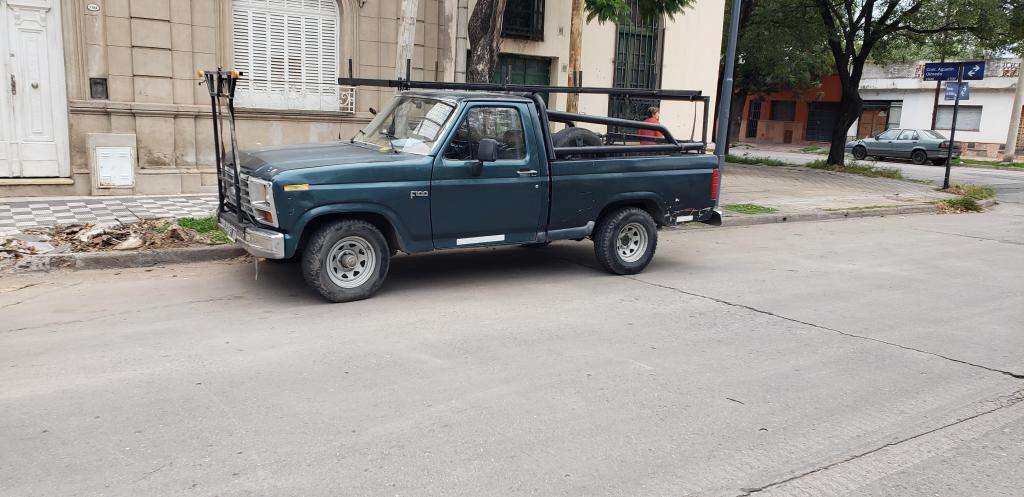 Vendo camioneta Ford f 100 motor v8
