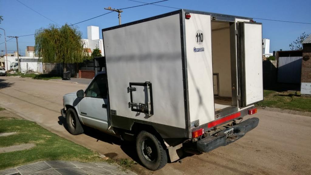 Chevrolet con Caja Termica de Congelados