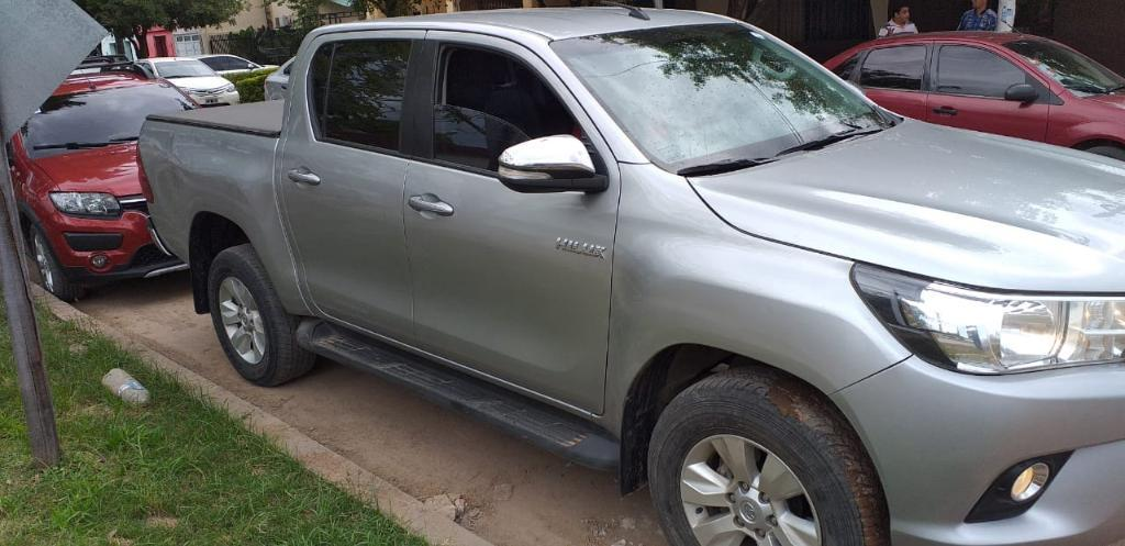 Vendo Toyota Hilux Srv 4x4