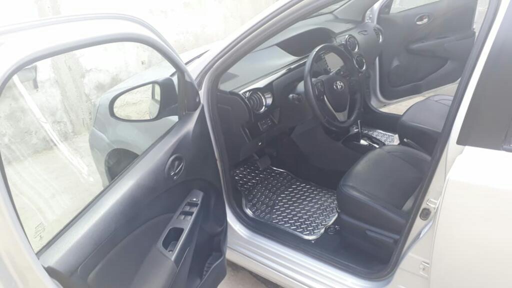 Toyota Etios  Titaniun Caja Automáti