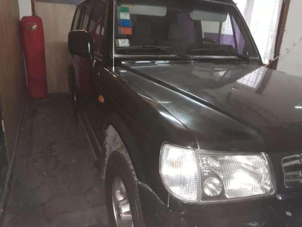 Camioneta Hyundai Galloper 4x4 7 asientos