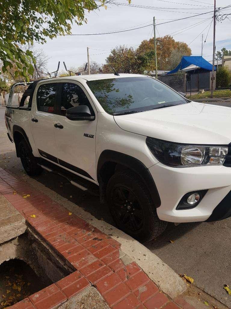 Vendo Toyota Hilux Limited 2.8 4x4 Full
