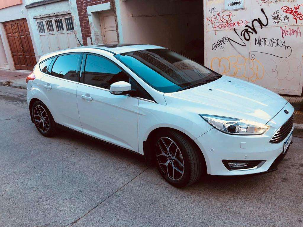VENDO FORD FOCUS TITANIUM  AT