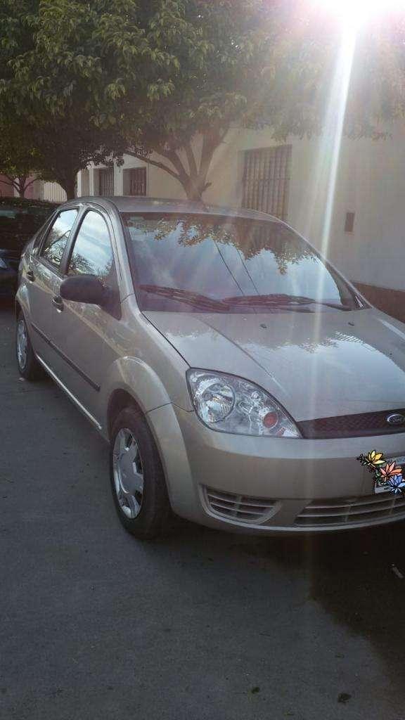 Dueña Vende Ford Fiesta Max