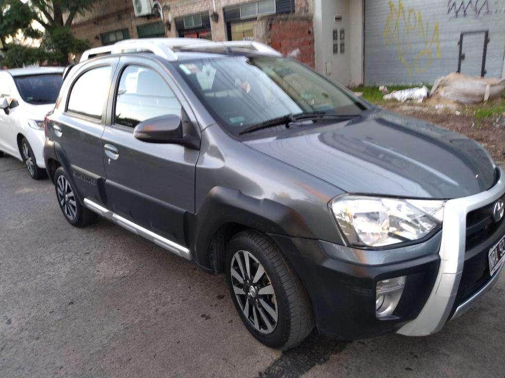 Vendo Toyota Ethios Cross .