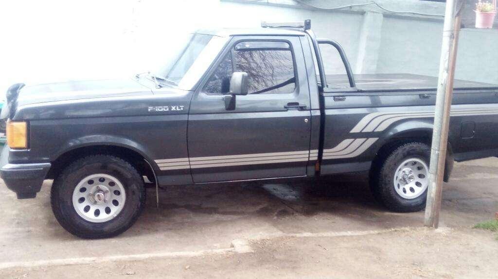 Camioneta Ford F100 Xlt