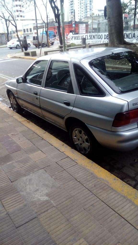 Vendo Ford Escort Zetec Nafta/gnc