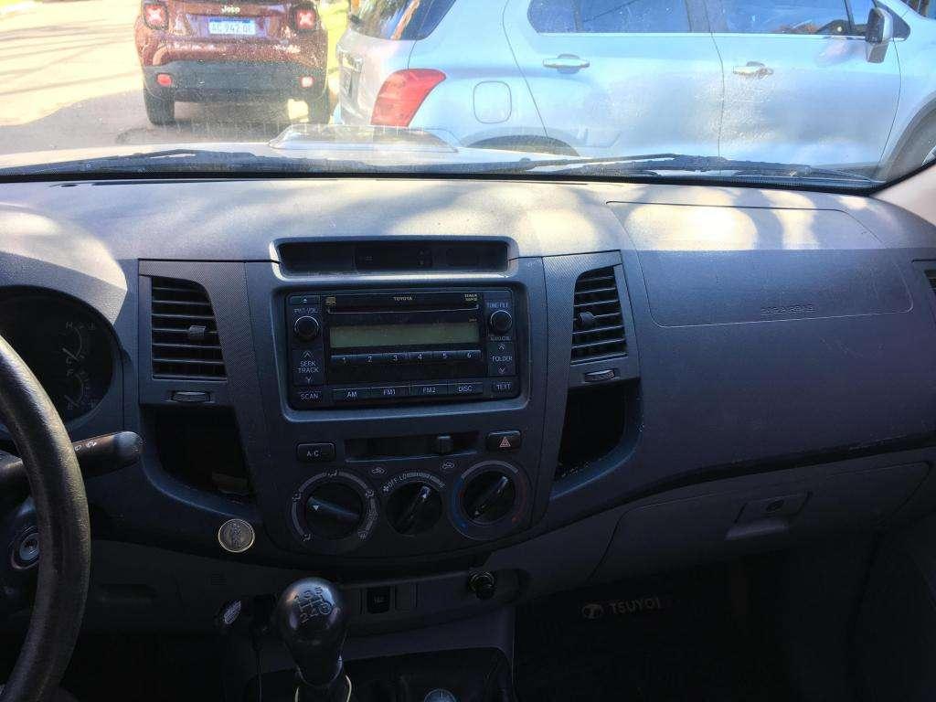 Vendo Toyota Hilux 4x4 SR Turbo Intercooler Diesel Manual
