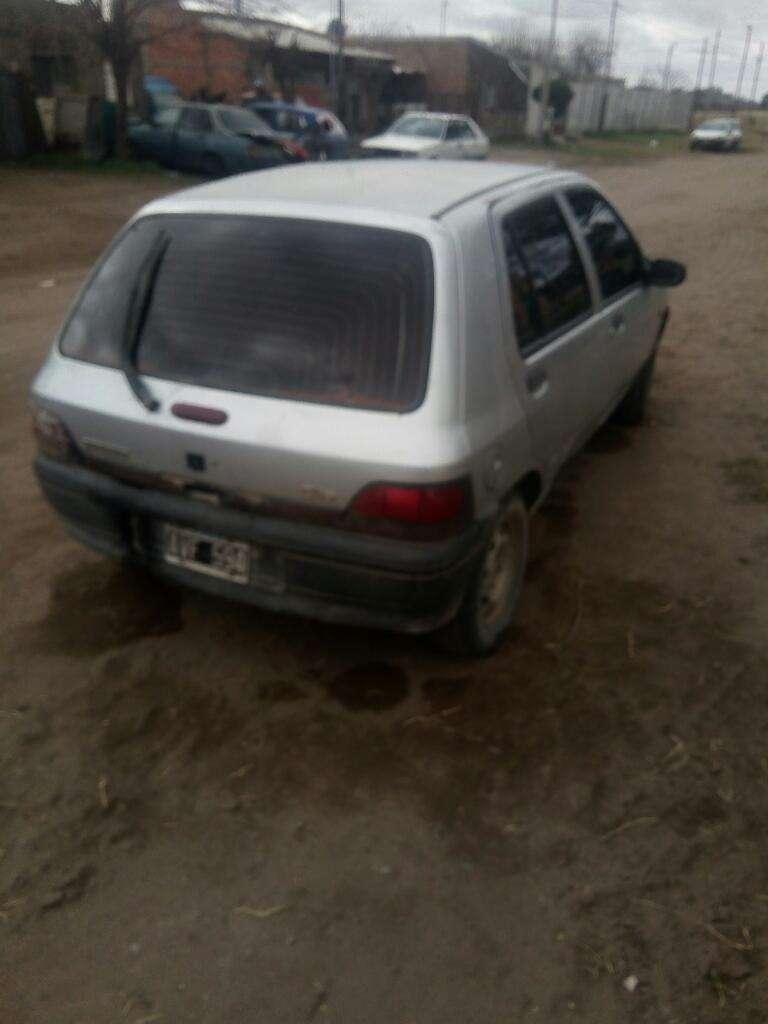 Clio Diesel 1.9 Está en Burato..