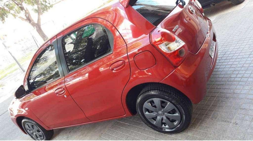 Vendo Permuto Toyota Etios Año