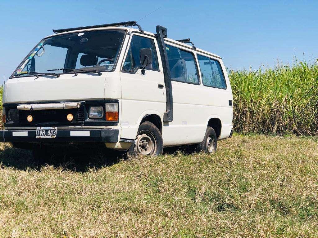 Combi / Furgon / motor Home Toyota Hiace (tipo trafic)