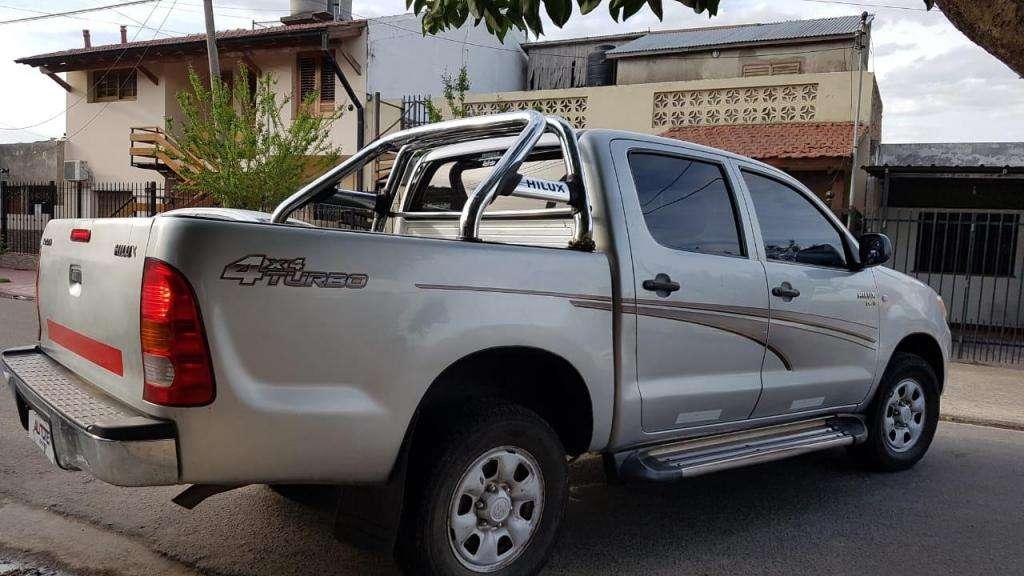 Toyota Hilux 4x4 año  full 2.5 permuto