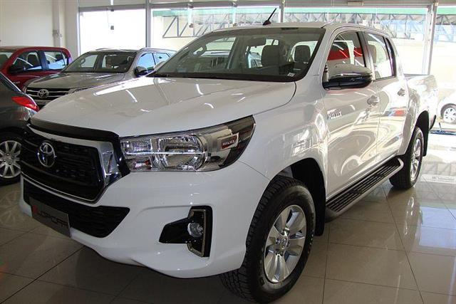 Toyota Hilux Cabina Doble SRV 2.8 Diesel 4x4 MTcv)