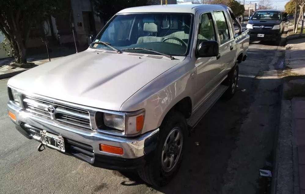 Toyota Hilux 2.8 Dcab 4x4 D Dlx