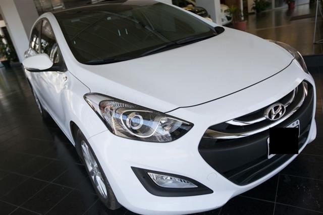Hyundai i GLS Full Seguridad Premium MTcv) (l13)